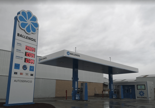 Gasolinera Ballenoil León castaño